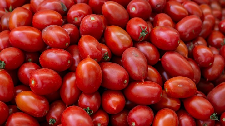 Moldovenii consumă, pe an ce trece, tot mai multe soiuri de roşii