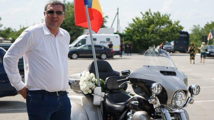 Renato Usatîi a fost surprins pe o motocicletă fără numere de înmatriculare (FOTO)
