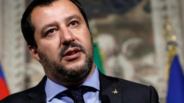 Migranţi: Salvini anunţă că va autoriza debarcarea minorilor de pe nava Open Arms