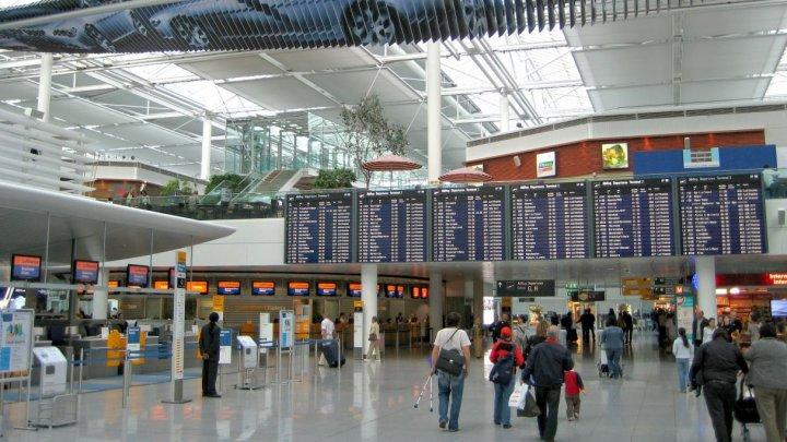 HAOS pe aeroportul din Munchen din cauza unui pasager: 130 de zboruri au fost anulate, iar mii de pasageri evacuaţi