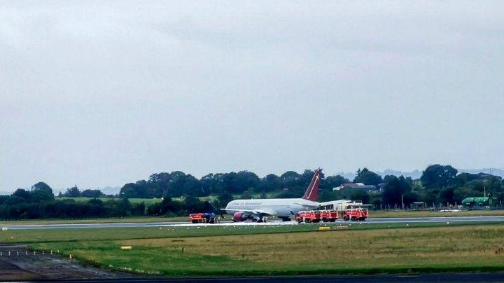 Un avion folosit de militarii americani a luat foc pe un aeroport din Irlanda