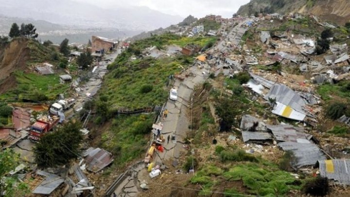 Patru morţi şi trei dispăruţi, în urma unei alunecări de teren în sud-vestul Chinei