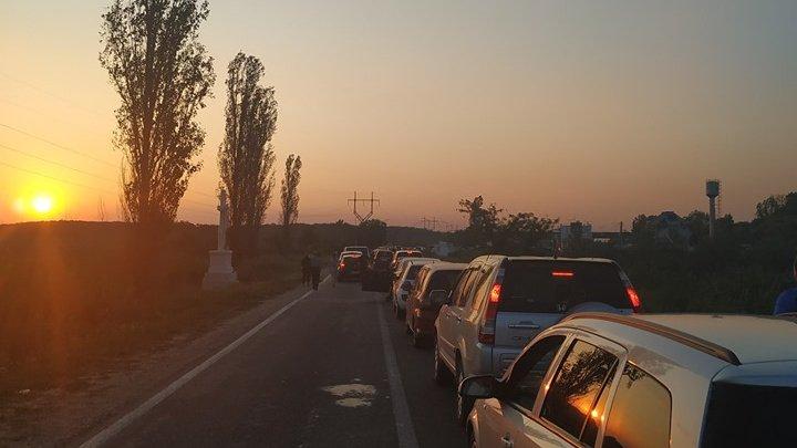 COZI IMENSE la punctele de trecere a frontierei Palanca şi Tudora (FOTO)