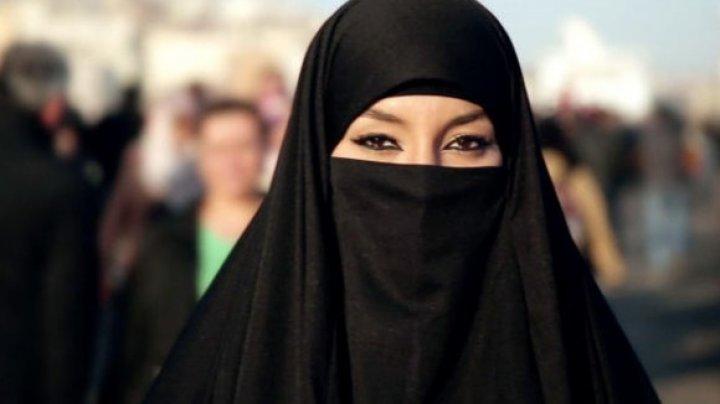 Femeilor din Arabia Saudită li s-a permis să călătorească în străinătate fără să ceară acordul prealabil al unui tutore de sex masculin