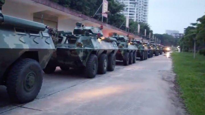 Se pregătește o invazie? Blindatele chineze au fost mobilizate la granița cu Hong Kong