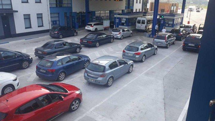 Flux majorat de transport la punctul de trecere a frontierei Palanca