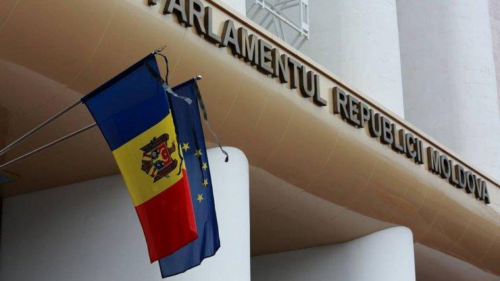 Guvernul a declarat 23 august ZI DE DOLIU. Doi reprezentanţi ai Cabinetului de Miniştri s-au abţinut de la vot