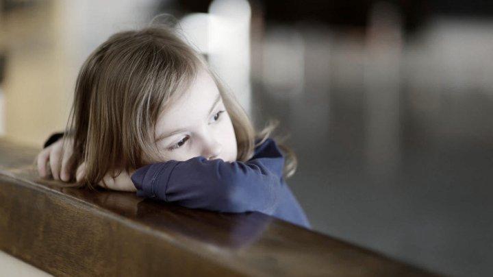 Suflete îndurerate, triste şi flămânde. DRAMA unei familii cu patru copii din Floreşti