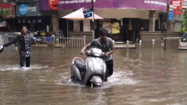Mai multe școli şi colegii au fost închise în Mumbai din cauza ploilor torenţiale