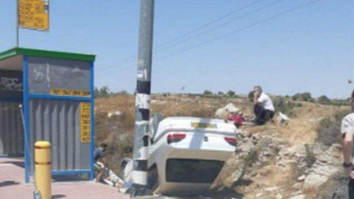 Doi israelieni au fost răniţi într-un atac cu maşina, la intrarea în colonia Elazar