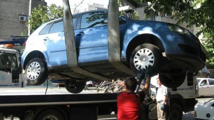 Parcarea ILEGALĂ, taxată dur în Bucureşti. Cât îi va costa pe şoferi să-şi recupereze maşina ridicată de municipalitate