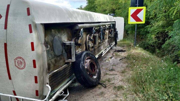Accident la Hâncești. Un camion plin cu motorină S-A RĂSTURNAT (FOTO)