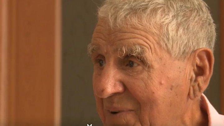 Răsturnare de situaţie în cazul bărbatului de 82 de ani care îşi creşte singur fiica de 3 ani. Riscă să rămână fară copil