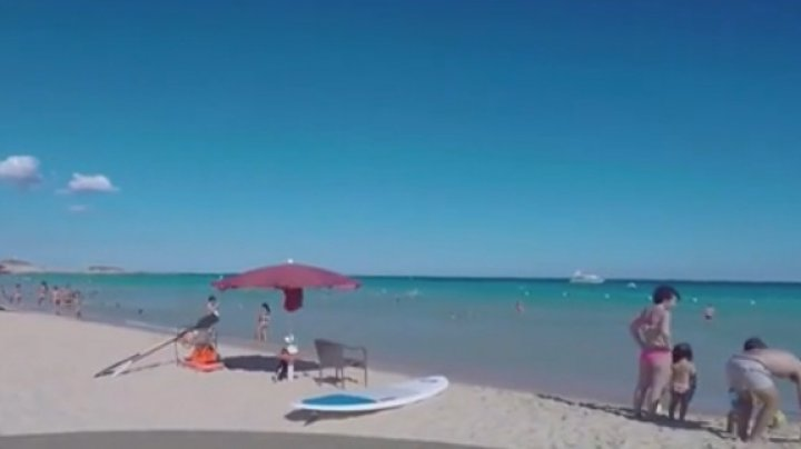 Doi turişti riscă 6 ani după gratii, în Italia, după ce au furat nisip de pe o plajă din Sardinia