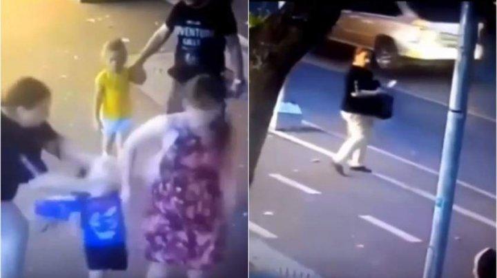 O femeie a atacat cu un cuţit un copil de trei ani, pe stradă, în faţa părinţilor (IMAGINI TULBURĂTOARE)