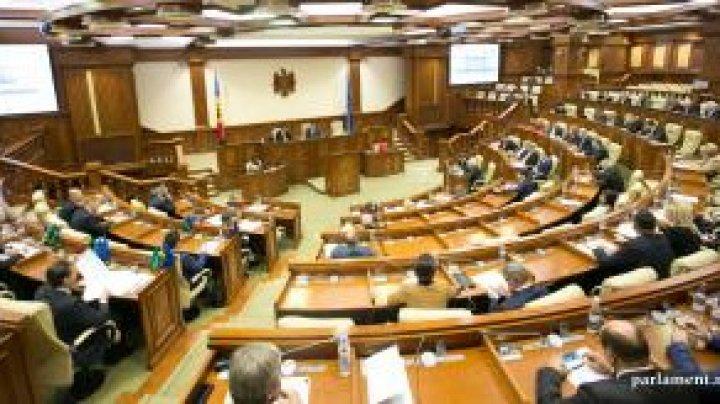 Unsprezece deputați și-au achitat amenzile pentru că nu au depus la timp declarația