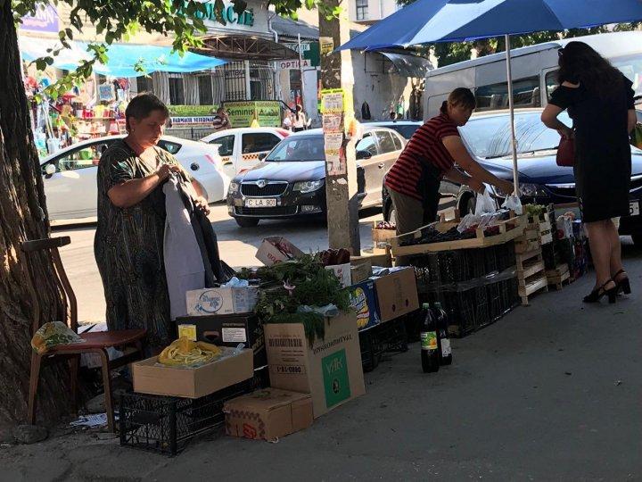 În centrul Capitalei se vinde salam călit la aproape 40 de grade, cu doar 20 de lei (FOTO)