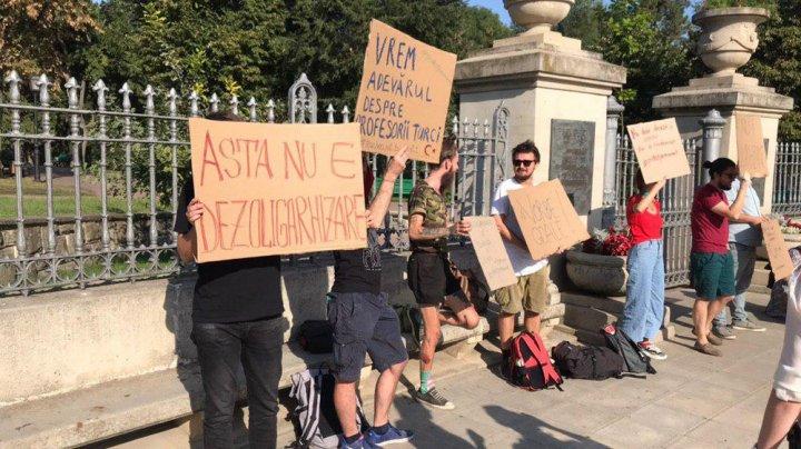 Protestatarii spun că nu sunt mulţumiţi de actuala guvernare, iar Igor Dodon declară că este de acord cu ei