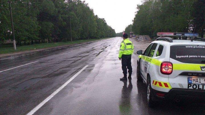 Ploile pun stăpânire pe ţară. Şoferii, îndemnaţi să circule cu prudenţă