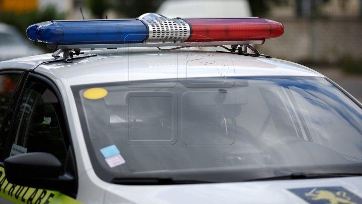 ACCIDENT FATAL lângă satul Todireşti. Două tinere au murit, după ce un șofer beat a derapat de pe traseu și s-a izbit într-un stâlp