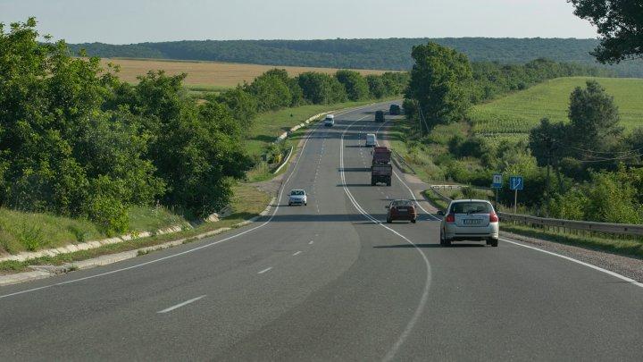 Şoferii, îndemnaţi să fie precauţi. Radare şi mașini-capcană pe drumurile din țară