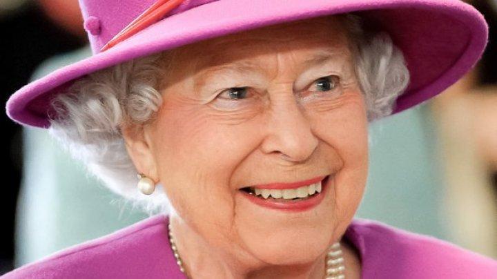 Cele mai neobişnuite lucruri pe care regina Marii Britanii are voie să le facă iar celorlalţi oameni le sunt interzise