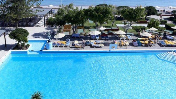 TERIFIANT. Două surori franțuzoaice au murit înecate în piscina unui hotel din Grecia