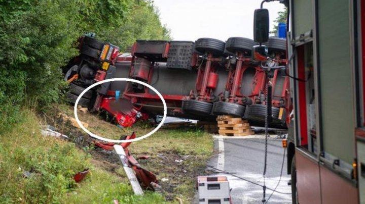 ACCIDENT de GROAZĂ. Un TIR de 40 de tone a căzut peste o Toyota, şoferul maşinii fiind strivit (IMAGINI CU IMPACT EMOŢIONAL)