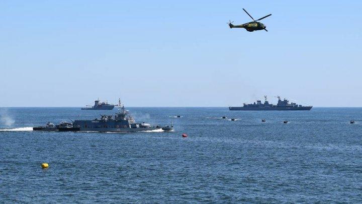 Spectacol de Ziua Marinei, la Constanţa. Mii de marinari, zeci de nave, elicoptere şi ambarcaţiuni au arătat tot ce e mai bun în faţa oamenilor