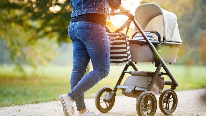 Un cuplu riscă să piardă custodia copilului lor, după o plimbare în parc