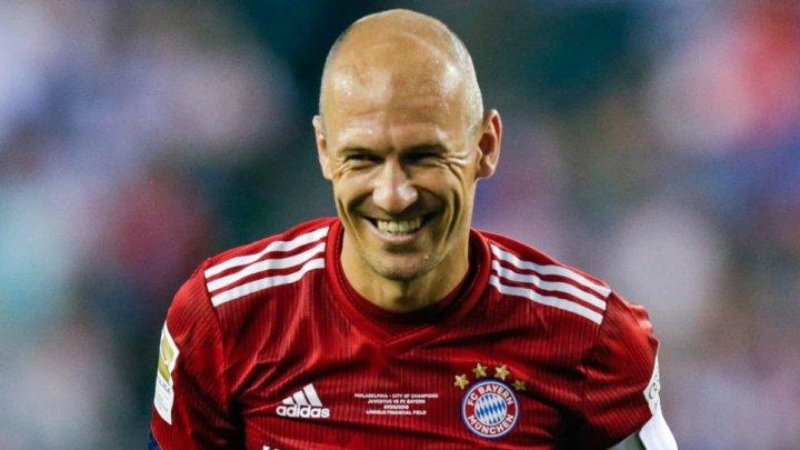 Arjen Robben a participat la un concurs de înot desfășurat în orașul olandez Groningen