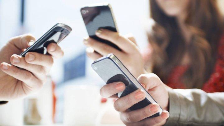 Germania: Trei sferturi dintre părinţi ar susţine o interdicţie a telefoanelor mobile în şcoli