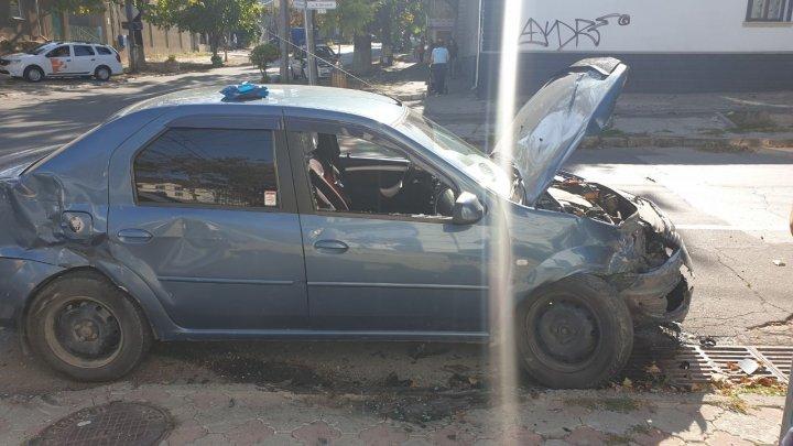 Accident în centrul Capitalei. Două mașini au fost grav avariate