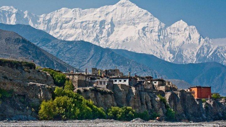 Aproximativ 300 de turişti, blocaţi timp de cinci zile din cauza vremii nefavorabile într-un oraş situat lângă Muntele Everest