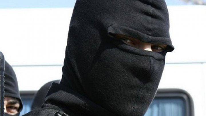 Operațiune Antidrog de amploare pe teritoriul țării: Sute de poliţişti efectuează percheziții în 26 de raioane