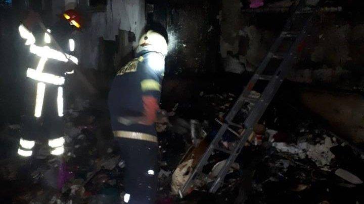 Un apartament de pe strada Albișoara a ars. Focul a distrus mai multe obiecte (FOTO)