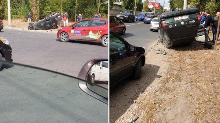 ACCIDENT pe strada Uzinelor din Capitală. O maşină S-A RĂSTURNAT, iar un copil a fost rănit (FOTO)