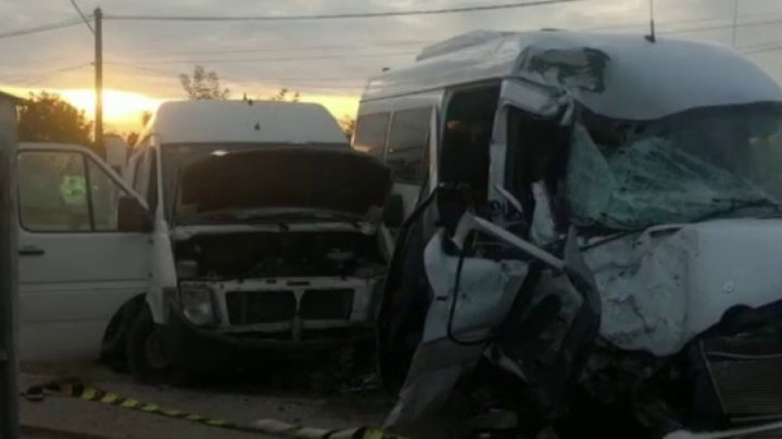 Un microbuz din Republica Moldova, implicat într-un CUMPLIT ACCIDENT în România. Sunt victime