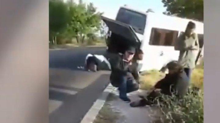 Accident pe traseul Cahul-Soroca. Un microbuz plin cu pasageri a intrat într-un copac (VIDEO)