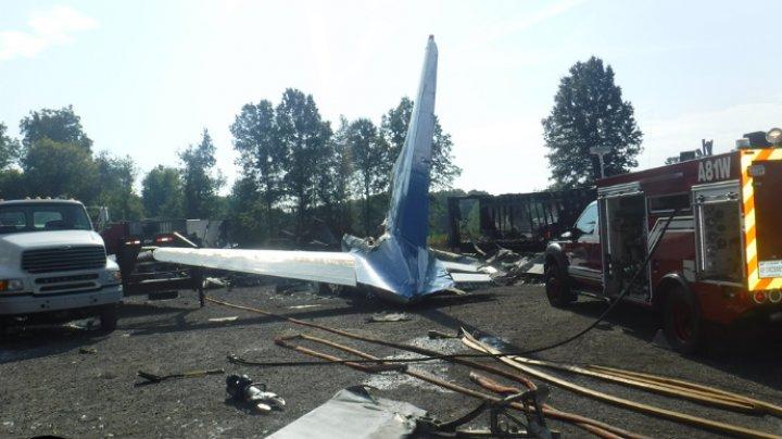 Două persoane au murit, după ce un avion s-a prăbuşit în apropierea aeroportului Toledo din Ohio (IMAGINI DE LA LOCUL TRAGEDIEI)