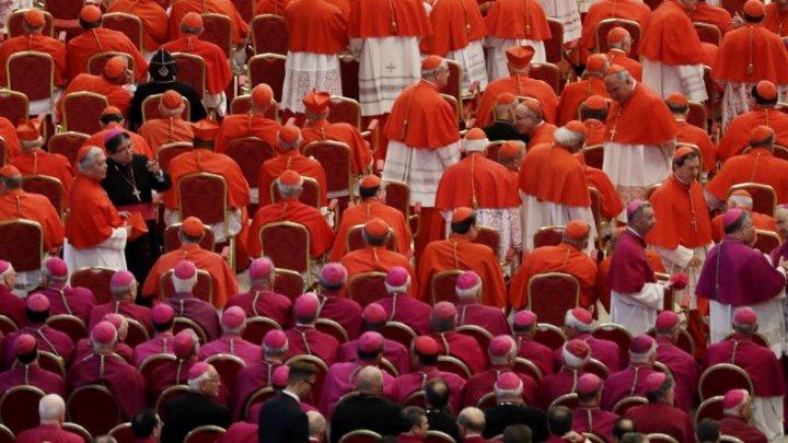 Scandal la Vatican. Doi preoţi italieni, trimişi în judecată pentru abuz sexual