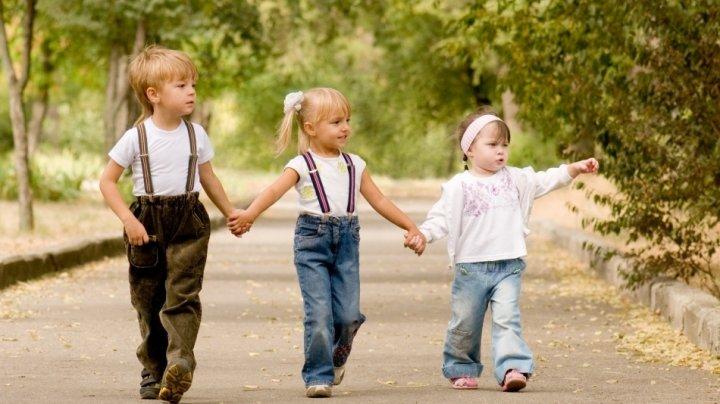 5 moduri în care comportamentul părinților când erai copil a influențat modul în care ești în prezent