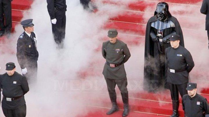 Sume fabuloase! O mască Darth Vader şi ochelarii lui Harry Potter, scoase la licitaţie