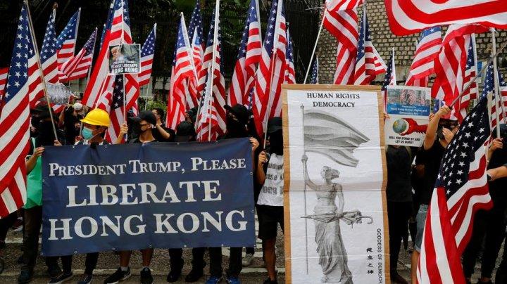 Zeci de mii de oameni au luat parte la un marş spre consulatul american din Hong Kong