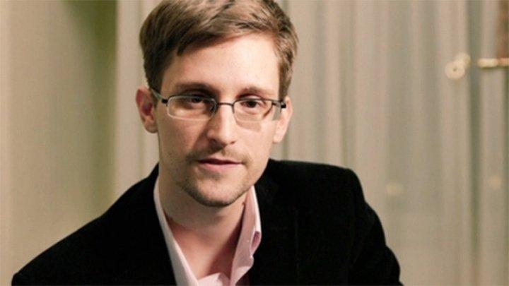 Edward Snowden şi-a scris autobiografia cu ajutorul unui romancier