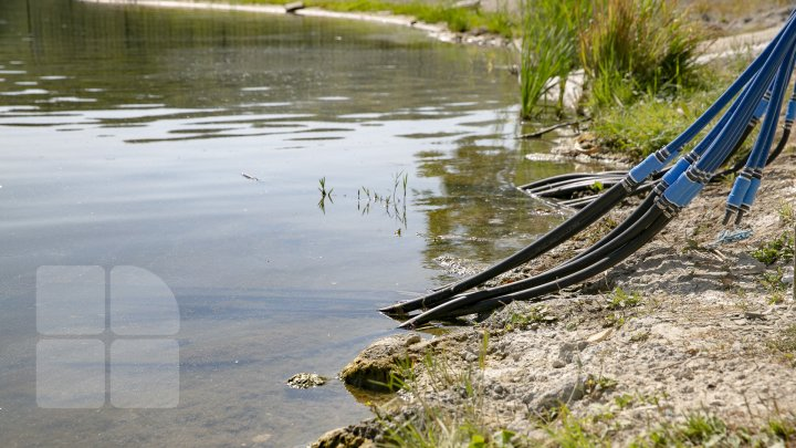 Lacul din Parcul Valea Morilor se va schimba la față. Au fost instalate echipamente pentru curățarea apei (FOTOREPORT)
