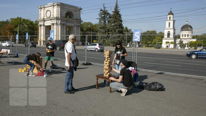 Săptămâna sportului la Chişinău: Zeci de copii şi tineri şi-au pus la încercare puterea, rezistenţa şi ingeniozitatea (FOTOREPORT)