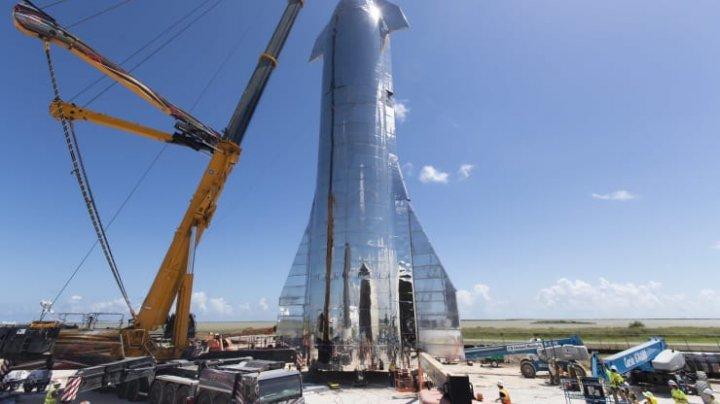 Elon Musk a prezentat nava spaţială Starship: Până la o sută de persoane ar putea călători în spaţiu