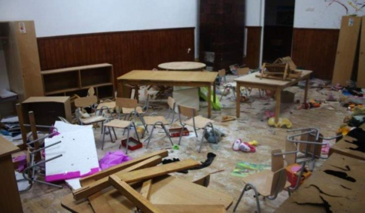 Şcoala din România, distrusă complet de trei copii enervaţi de o jucărie care cânta (FOTO)
