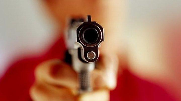 ULTIMA ORĂ! Un bărbat, împuşcat în curtea unei şcoli din Tiraspol